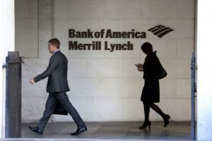 Merrill Lynch leaves pay grid unchanged, tightens small account policy